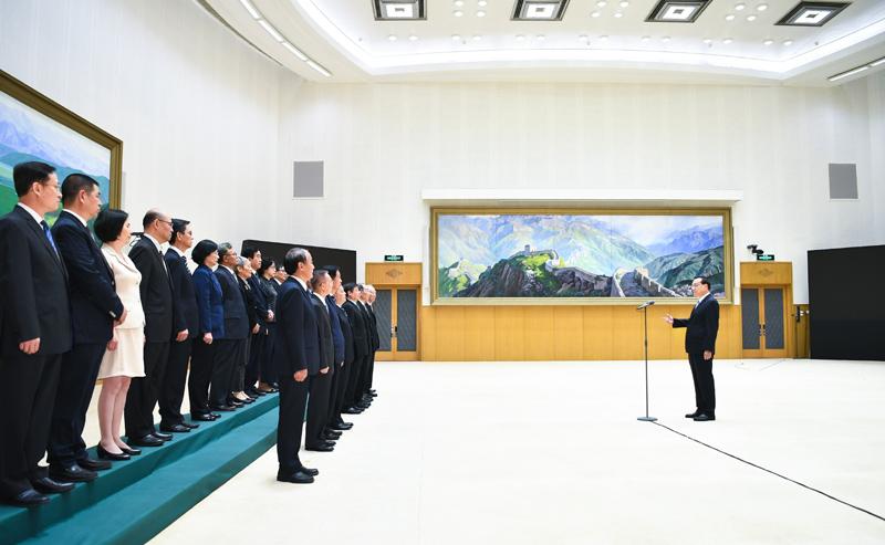 李克强向新聘国务院参事、中央文史研究馆馆员颁发聘书并作重要讲话