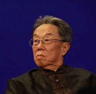 """王蒙在""""秀峰文学论坛""""作《语言的艺术世界》演讲"""